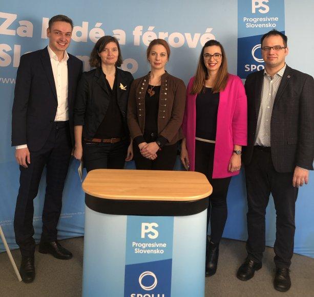 Zľava Braňo Vančo, Lucia Plaváková, Mariana Murínová, Simona Petrík, Michal Páleník