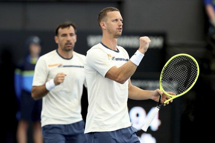 Filip Polášek už nebude hrávať s Ivanom Dodigom (vzadu). FOTO TASR/AP