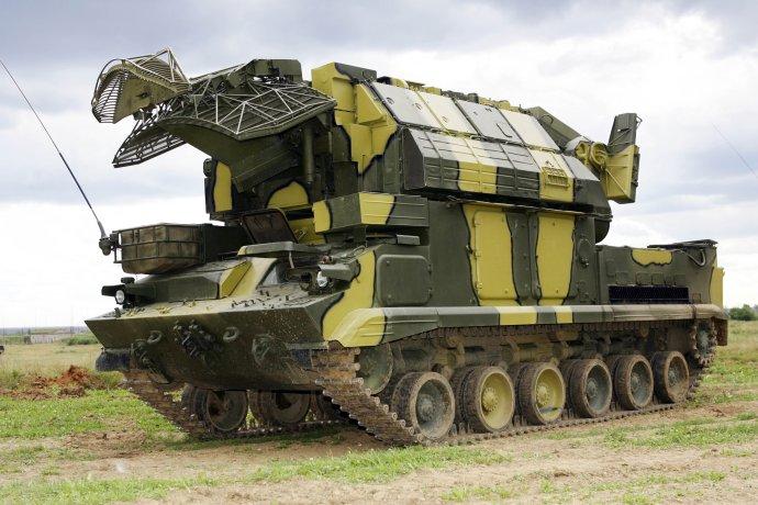 Raketový systém Tor-M1, ktorý Iránci kúpili od Rusov. Podľa západných tajných služieb mohol omylom zostreliť ukrajinské lietadlo. Foto - TASR/AP