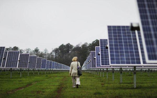 Solárne panely. Ilustračné foto - TASR/AP