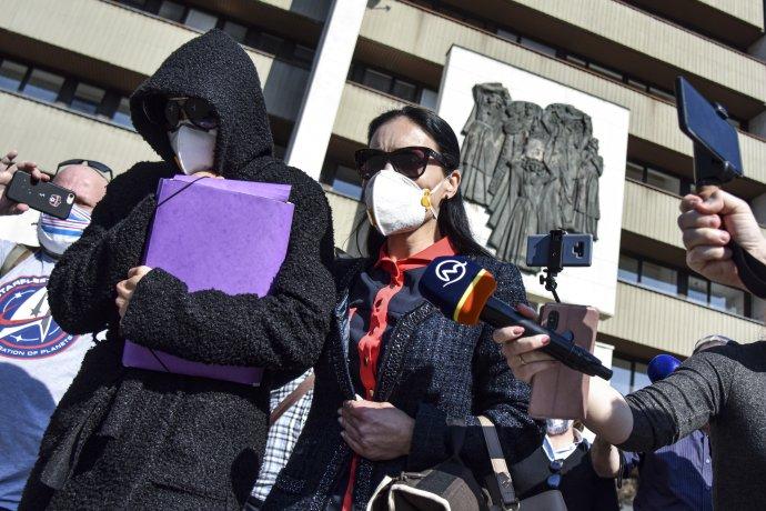 Miriam Repáková odchádza z Najvyššieho súdu. Rozhodla sa vypovedať. Foto – TASR
