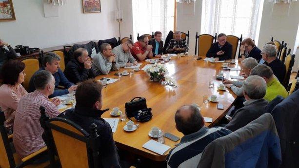 Krízové štáby v samosprávach zasadajú, zastupiteľstvá sa majú konať per rollam mailom? | Zasadnutie mestského krízového štábu v Bradejove 7. marca 2020 | Foto - Bardejovská televízia