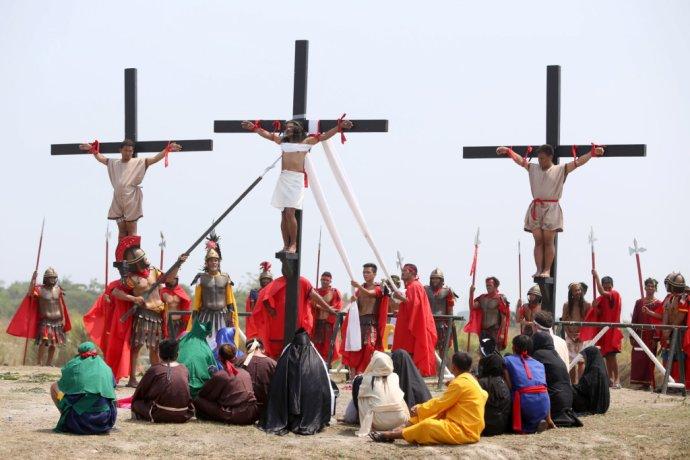 V čase španielskej kolonizácie považovali na Filipínach ateistov za divochov. Foto - TASR/AP