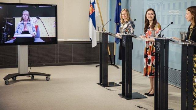 Fínska premiérka a členky jej kabinetu odpovedajú na otázky detí. Foto - instagram.com/sannamarin
