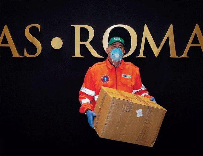 Taliansky klub AS Rím finančne pomohol rímskym nemocniciam a svojim starším fanúšikom rozniesol potravinové balíky. Foto - asroma.com