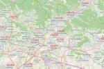 Bergamo a okolie - červené percentá vyjadrujú o koľko bola úmrtnosť v obci väčšia v marci 2020 oproti priemeru posledných 5 rokov. Zdroj: www.openstreetmap.org