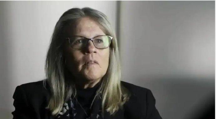 """Z Judy Mikovitsovej robia """"najuznávanejšiu vedkyňu generácie"""", v skutočnosti bola spoluautorkou jedného článku v top časopise, ktorý pre závažné chyby neskôr stiahli. Reprofoto – YouTube"""