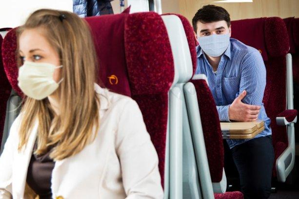 Rúška, rúška, ruška, prosím, noste ich vo vlaku stále.