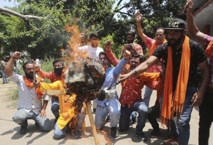 Indickí aktivisti na hranici s Čínou. Foto - TASR/AP