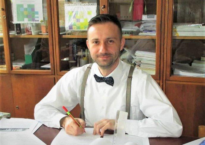 Učiteľ Ján Kvak učí vo Vištuku. Foto - Eduma