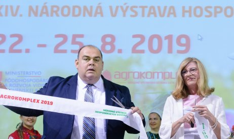 Bývalý šéf Agrokomplexu Branislav Borsuk s bývalou ministerkou pôdohospodárstva Matečnou. Foto – TASR