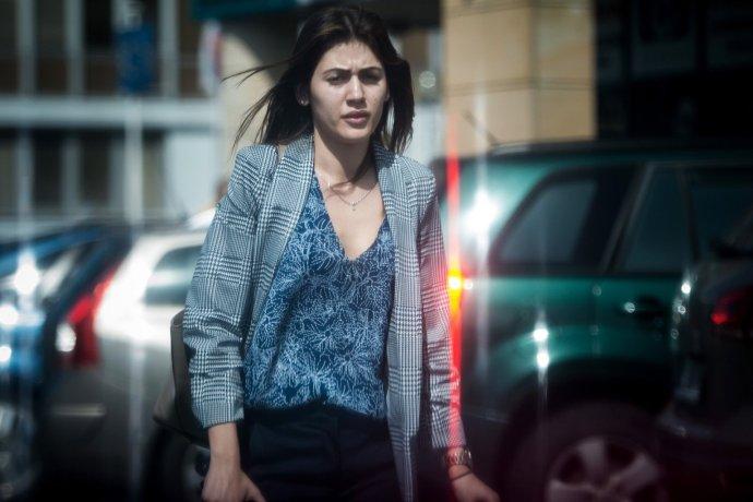 Katarína Szalayová pred budovou prokuratúry. Foto - N
