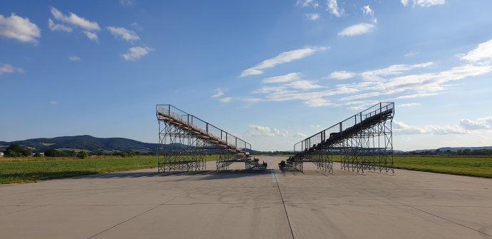Tradičnú podobu festivalu na trenčianskom letisku v tradičnom júlovom termíne pripomenie aj dielo Ilony Németh. Foto - Pohoda