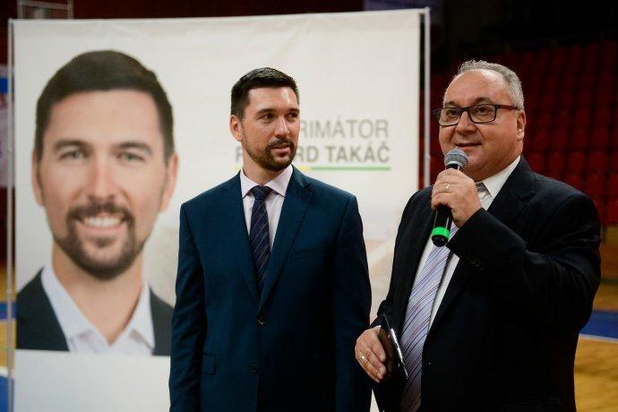 Peter Paulík v predvolebnej kampani na jeseň 2018 moderoval míting kandidáta Smeru Richarda Takáča v Prievidzi. Foto – Facebook Richarda Takáča