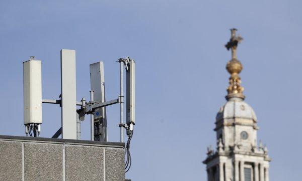 Antény mobilných operátorov. Ilustračné foto - TASR/AP
