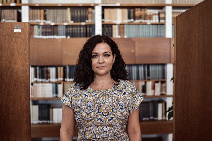 Denisa Nešťáková v priestoroch Slovenského národného archívu v Bratislave. Foto - Šimon Šiplák