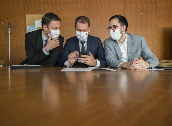 Minister financií Eduard Heger, premiér SR Igor Matovič a vedúci Úradu vlády SR Július Jakab. Foto - TASR