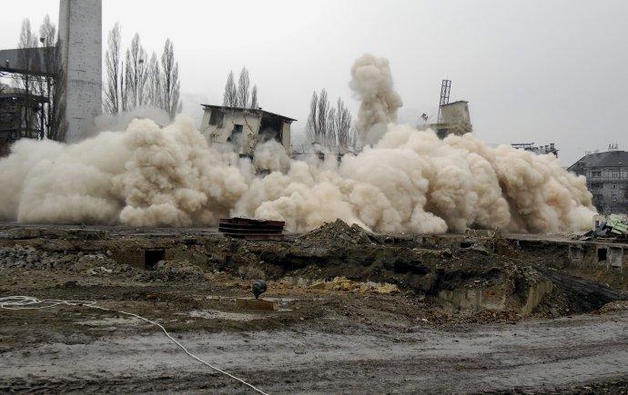 Ilustračná fotografia. Na snímke demolácia starej budovy Kabla v Bratislave. Zdroj - TASR/Pavel Neubauer
