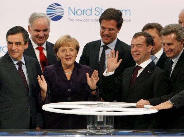 Nemecko sa ocitlo v plynovej pasci. Teraz spoločne s Washingtonom horúčkovito hľadajú riešenie, čo s projektom Nord Stream 2. Archívne foto z roku 2011 - TASR/AP