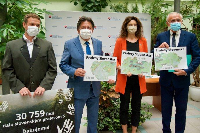Ministri Budaj a Mičovský zabojovali aj za lepšiu ochranu pralesov. Foto - Soňa Mäkká