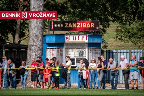 Futbalový zápas Dvorníky-Včeláre proti Rožňave. Foto N – Tomáš Hrivňák