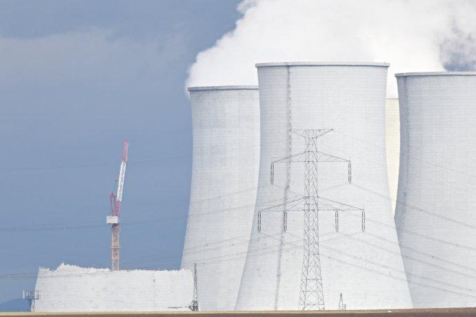 Likvidácia chladiacich veží jadrovej elektrárne V1 v Jaslovských Bohuniciach v podaní Jadrovej a vyraďovacej spoločnosti. Foto - TASR