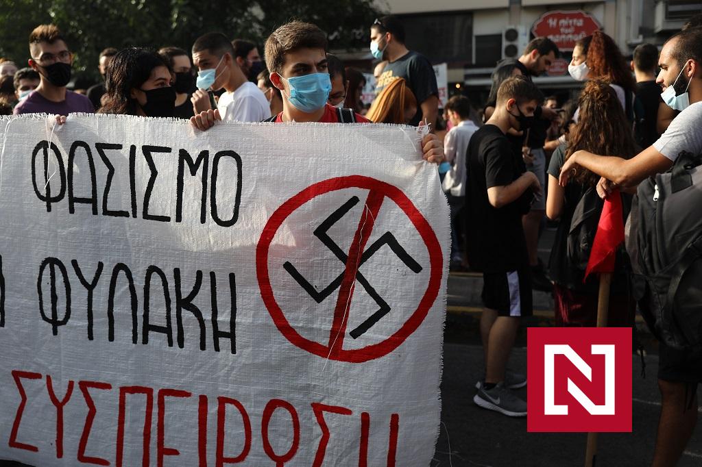 Učili deti hajlovať, bili migrantov a vraždili. Fašistov z parlamentu poslal grécky súd do väzenia – Denník N