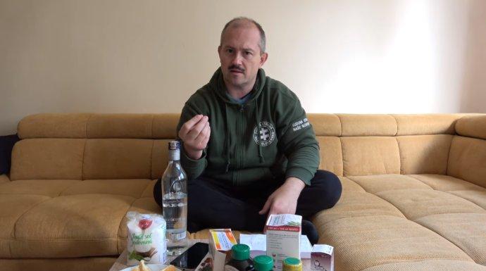 Kotleba tvrdí, že mu na covid-19 pomohli voľnopredajné lieky. Reprofoto - ĽSNS
