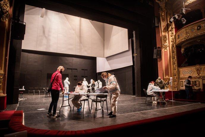 Plošné testovanie v Štátnom divadle Košice. Foto - Tomáš Hrivňák