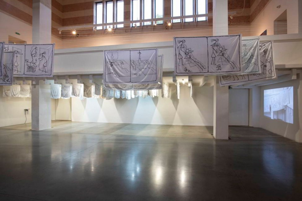 Pohľad na inštaláciu Daniely Krajčovej v žilinskej Novej synagóge. Foto – Richard Köhler