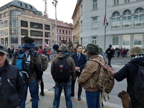 Slovenskí branci na proteste. Foto N