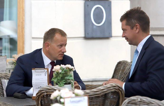 Predseda strany Sme rodina Boris Kollár a jeho nominant na ministerstve dopravy Andrej Doležal. Foto TASR