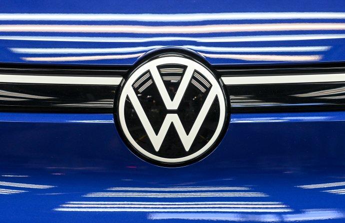 Logo Volkswagenu na elektrickom SUV ID.4. Foto - TASR/dpa