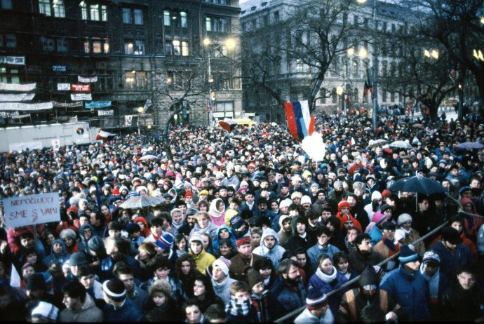 Míting na Námestí SNP v Bratislave. Foto - TASR/Vladimír Benko