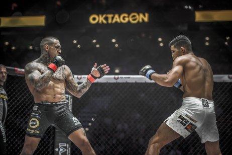 Hviezda Oktagonu Gábor Boráros (vľavo) v zápase s Kaikom Britom. Foto – Oktagon MMA/Peter Šulič