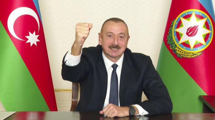 Azerbajdžanský prezident Aliev vyvolal vojnu a zvrátil krízu. Po územných ziskoch sa nikto nesťažuje na korupciu a nezvládnutú koronakrízu. Foto - TASR/AP