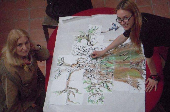 Jaroslava Šicková Fabrici (vľavo) počas arteterapie. Foto - archív J. Š. F.
