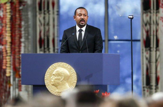 Etiópsky premiér Ahmed Abiy pri prejave po prevzatí Nobelovej ceny mieru za rok 2019 v nórskom Osle 10. decembra 2019. Foto - TASR/AP