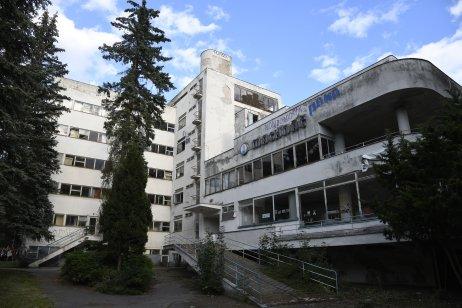 Budova Machnáča chátra už 30 rokov. Foto – TASR