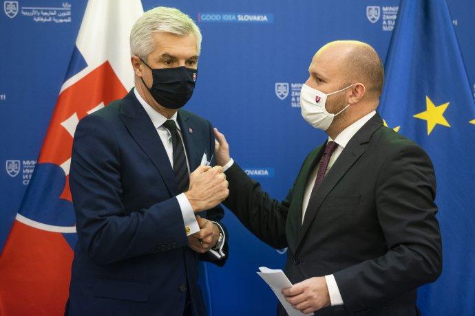 Minister zahraničných vecí Ivan Korčok a minister obrany Jaroslav Naď. Foto - TASR