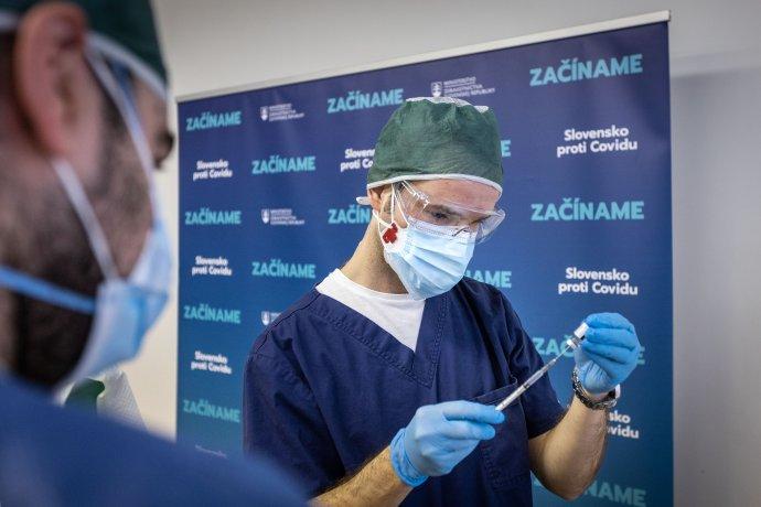 Lekár Peter Sabaka jednoznačne obhajuje očkovanie proti covidu. Foto N – Tomáš Benedikovič