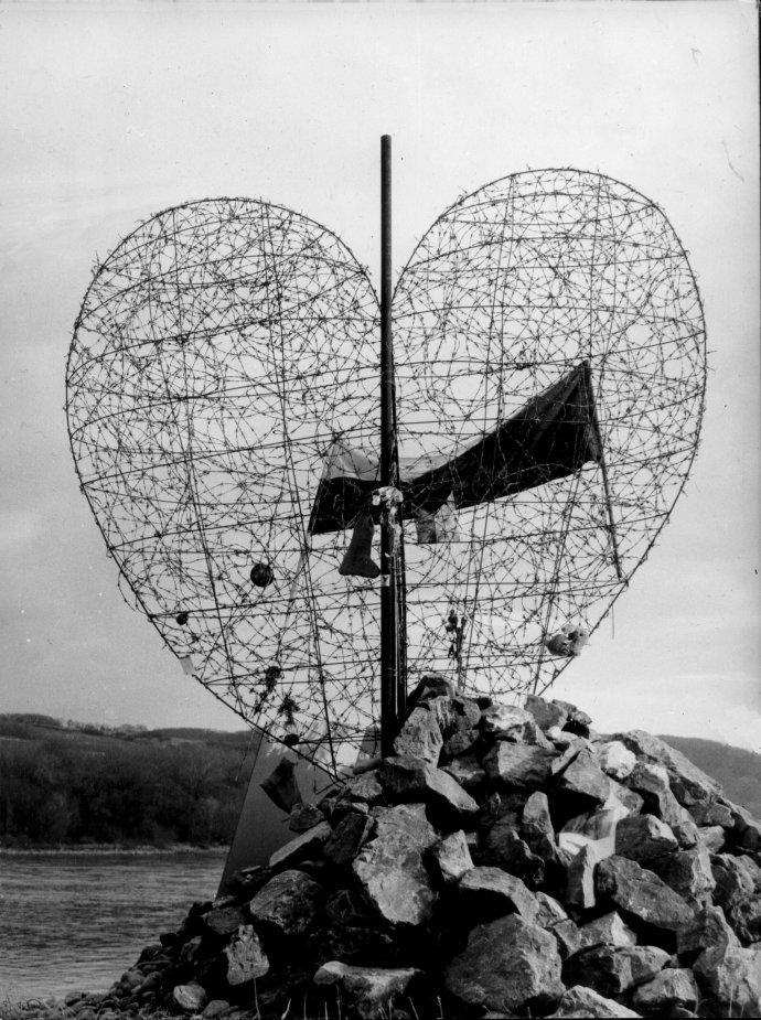 Pôvodné srdce v roku 1989 na rakúskom brehu. Foto - Ján Lörincz