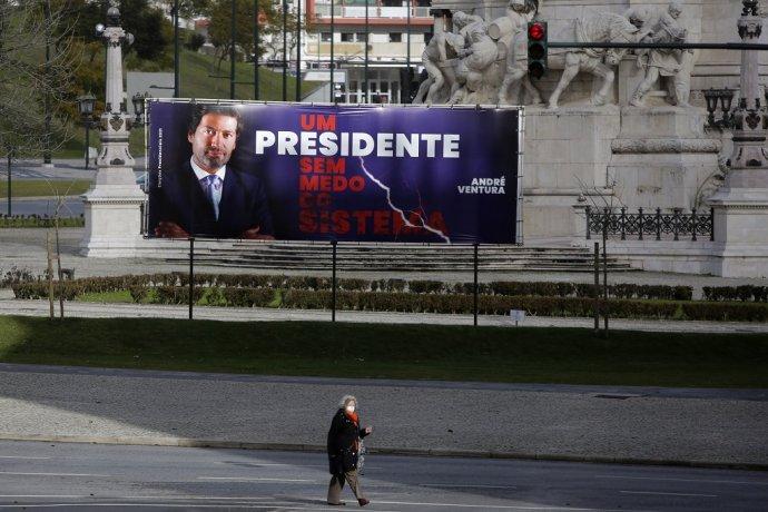 Predvolebný bilbord ultrapravicového kandidáta Andrého Venturu s nápisom Prezident bez strachu zo systému. Foto - TASR/AP