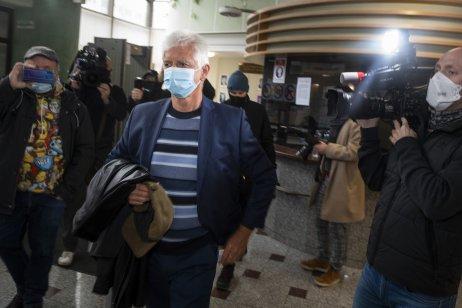 Oligarcha blízky Smeru Jozef Brhel na polícii. Vo väzbe sedí od februára tohto roka. Foto – TASR