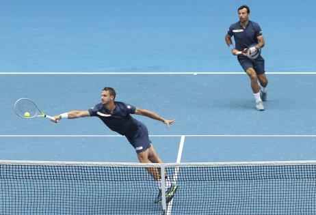 Filip Polášek (vľavo) s Ivanom Dodigom odohrali výborné finále. FOTO TASR/AP