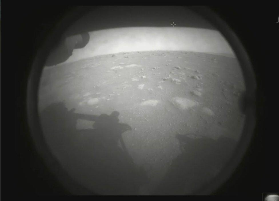Snímka Marsu z rovera. Foto - NASA
