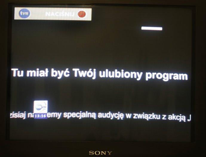 Hlavná poľská súkromná televízia TVN preruššila svoje vysielanie na protest proti navrhovanej dani z reklamy pre nešštátne subjekty. Foto - TASR/AP