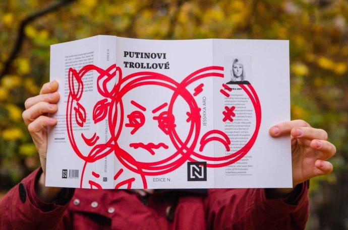 Obálka knihy Jessikky Aro - Putinovi trollové. Foto - Deník N