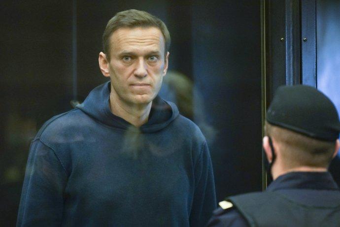 Ruský opozičný líder Alexej Navaľnyj (44) na moskovskom súde. Foto - TASR/AP