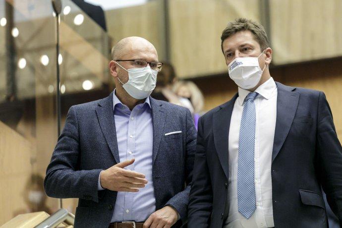 Minister hospodárstva Richard Sulík a minister dopravy Andrej Doležal. Foto - TASR